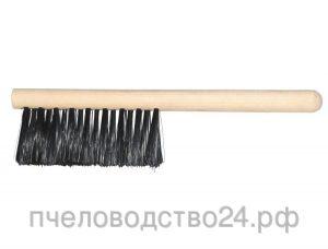 Щетка с искусственным ворсом и деревянной круглой ручко